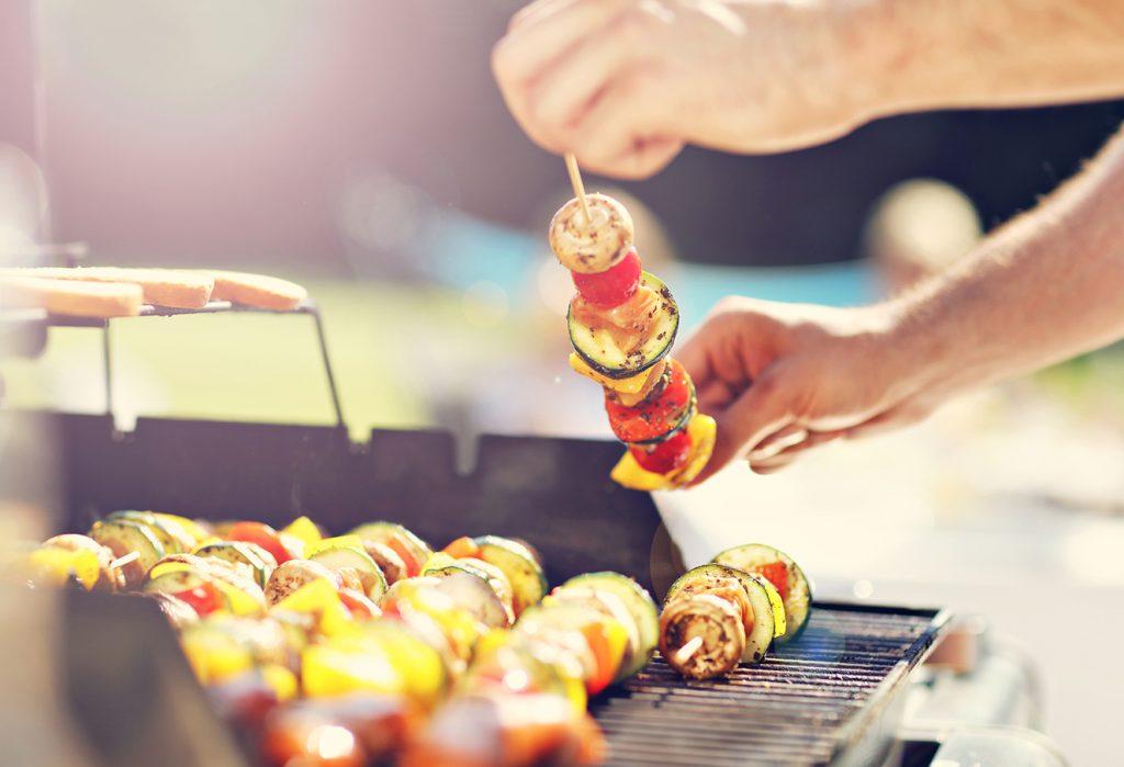 Recept: BBQ groentespiesjes met perzik